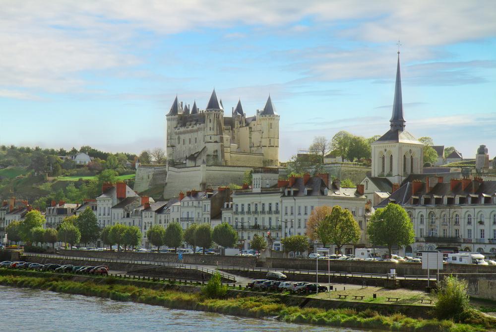vue sur la Loire et la ville de Saumur